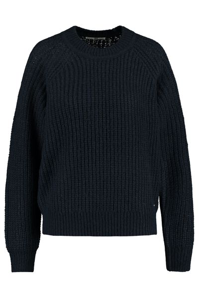 Coarsely knitted jumper with round neckline
